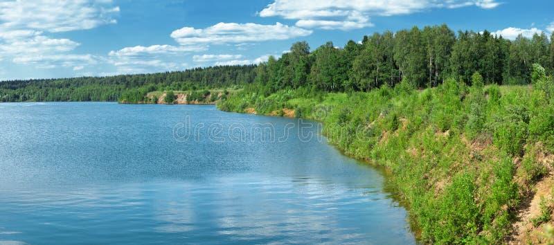 湖边全景夏天 库存图片