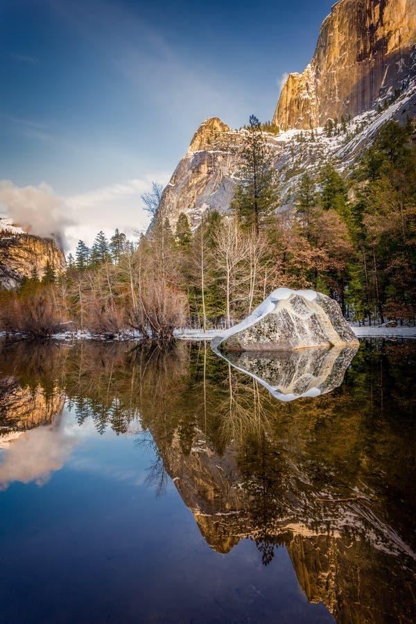 湖镜子优胜美地 库存图片