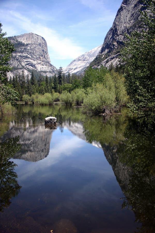 湖镜子 库存照片