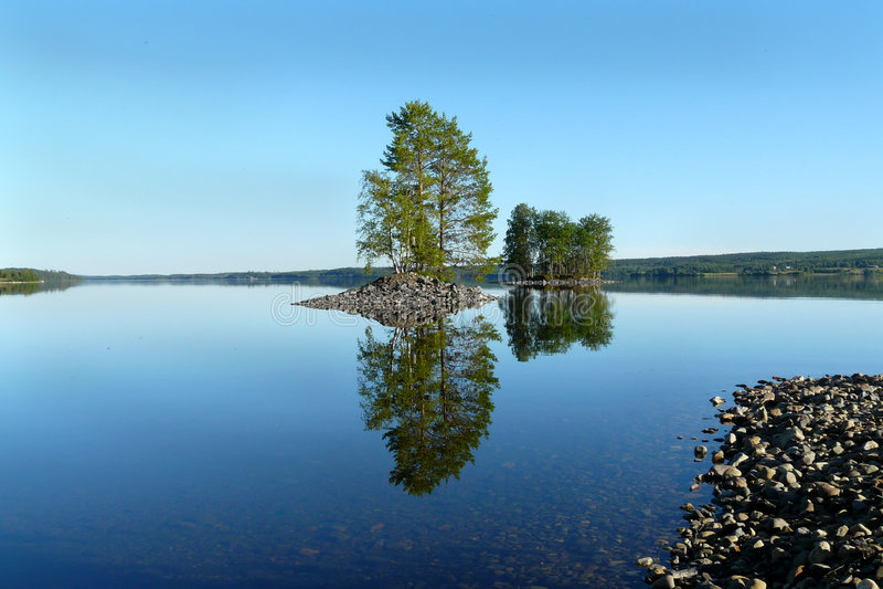 湖镜子 免版税库存照片