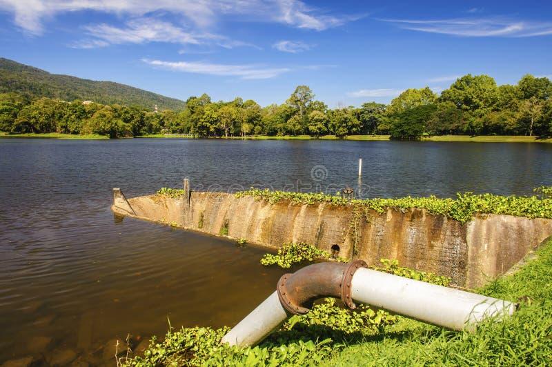 湖隧道溢洪道  库存图片