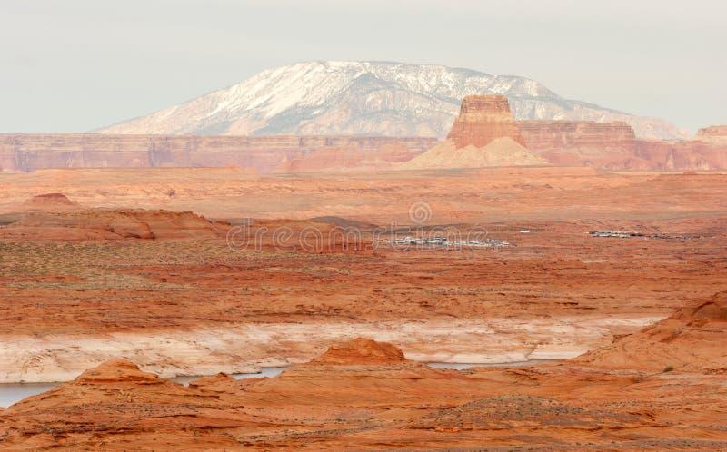 湖鲍威尔Smokey山犹他亚利桑那边界红色岩石风景 图库摄影