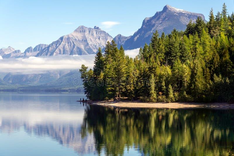 湖麦克唐纳, MONTANA/USA - 9月20日:湖McDonal看法  免版税库存图片