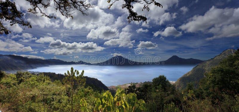 湖Atitlan在危地马拉 图库摄影