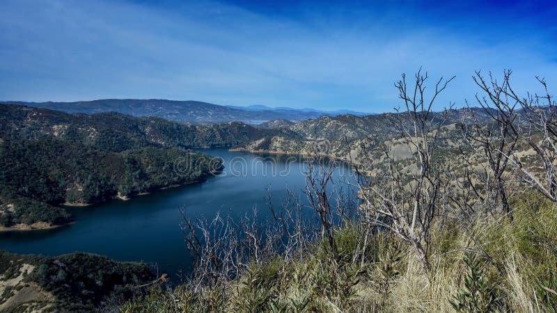湖Berryessa和2015年wragg火灾损失大海  免版税库存照片