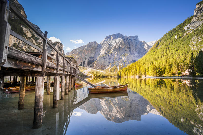 湖Braies - Lago di Braies Dolomiti山,意大利 库存图片