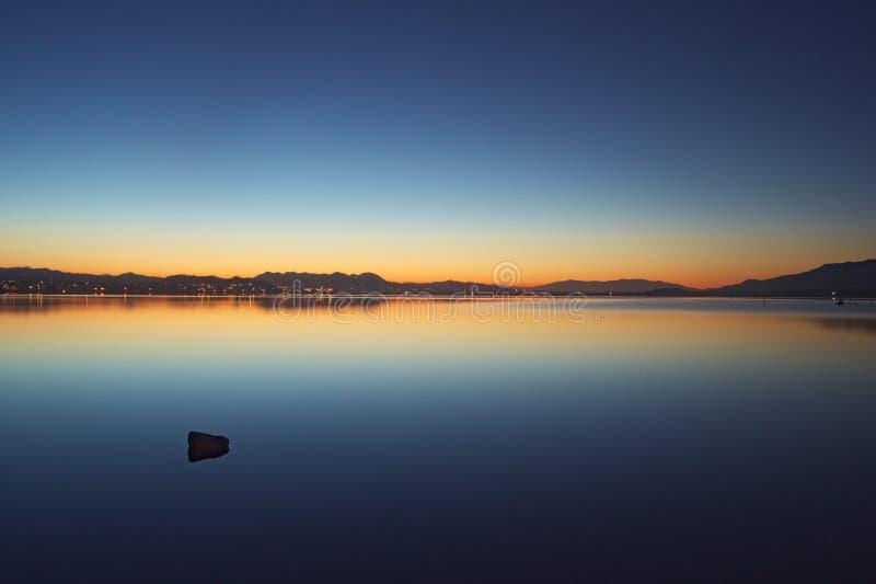 湖elsinore的早晨 免版税库存图片