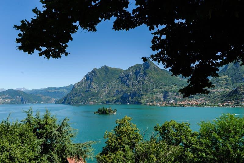 湖Iseo海岸线在布雷西亚,意大利 免版税库存照片