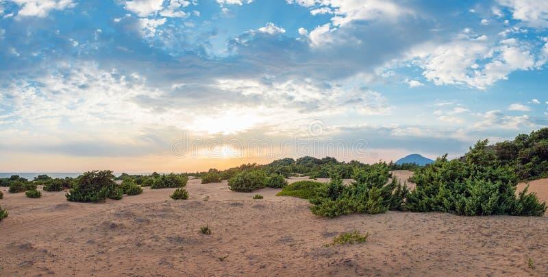 湖Korission,科孚岛,希腊的沙丘 免版税库存图片
