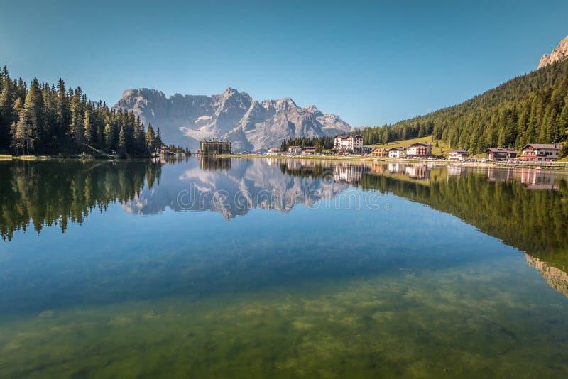 湖Misurina在意大利阿尔卑斯 图库摄影