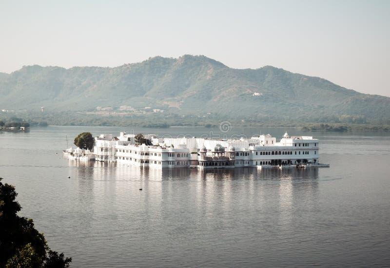 湖Pichola,乌代浦市,拉贾斯坦的印度州,2019年5月–人为淡水湖,命名以Picholi村庄 ? 库存照片