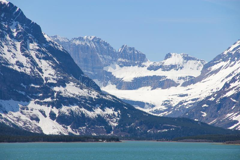 湖Sherburne冰川国家公园山 免版税图库摄影