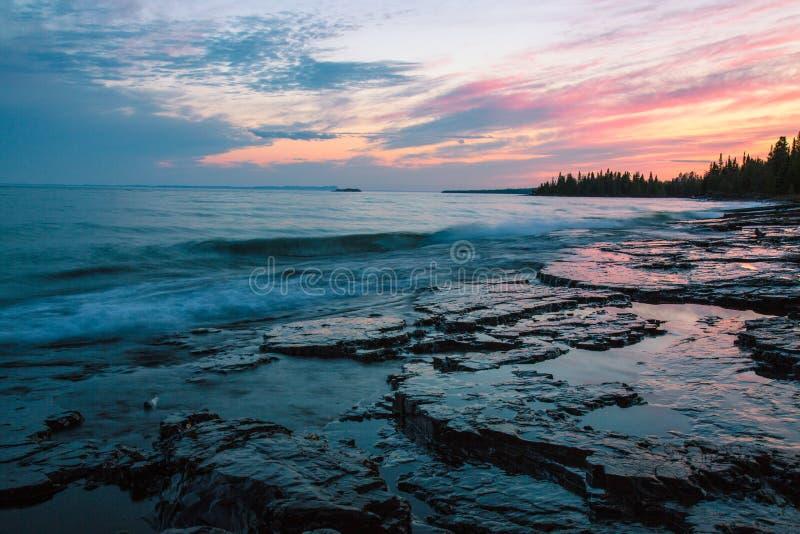湖SuperiorThunder海湾,安大略,加拿大 免版税库存图片