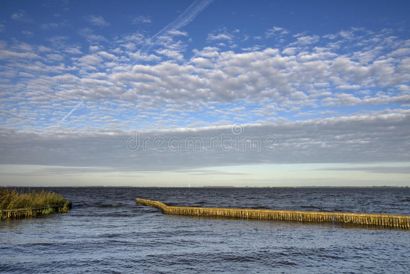 湖Tjeukemeer在弗里斯 库存图片