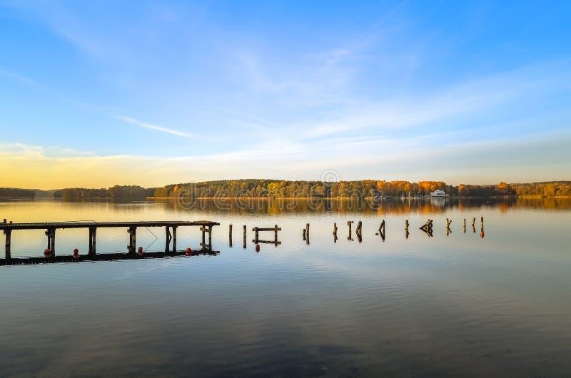 湖Ukiel奥尔什丁波兰 免版税库存图片