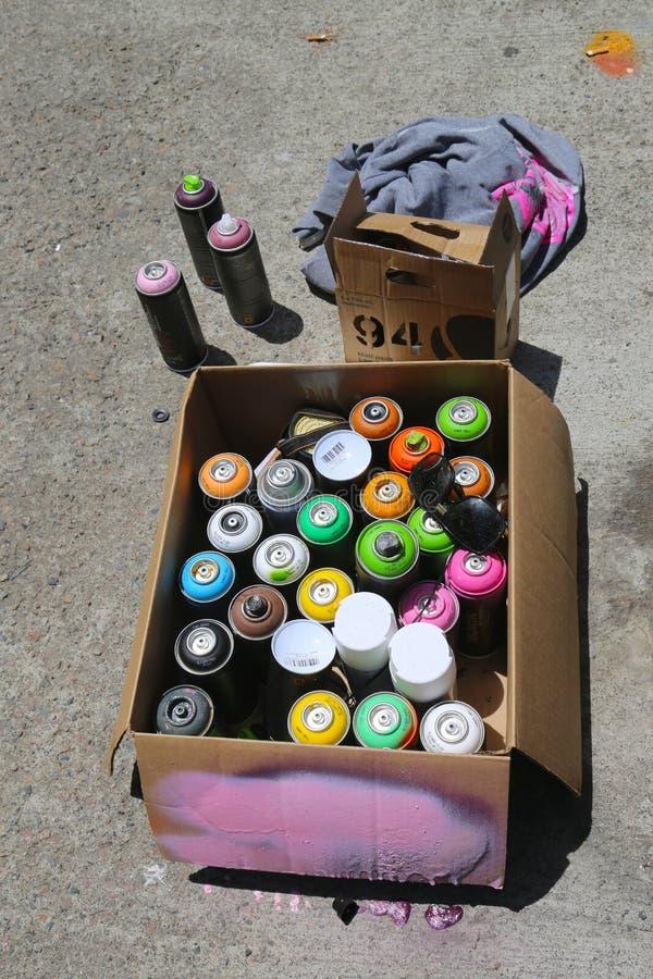 湿剂油漆准备好墙壁上的艺术绘画 免版税库存图片