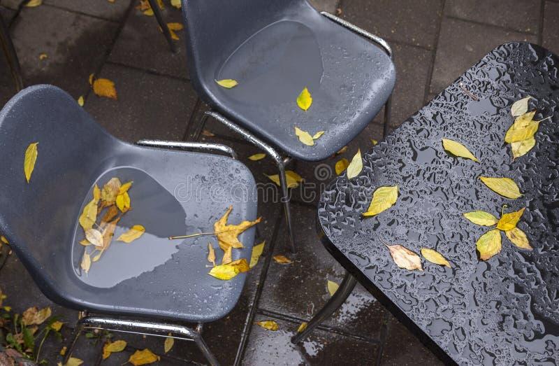 湿咖啡馆家具 免版税图库摄影