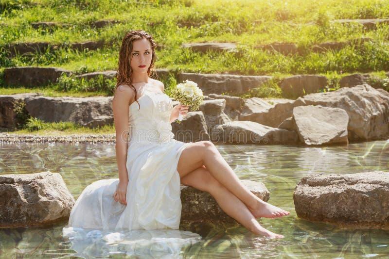 湿性感的新娘 库存图片