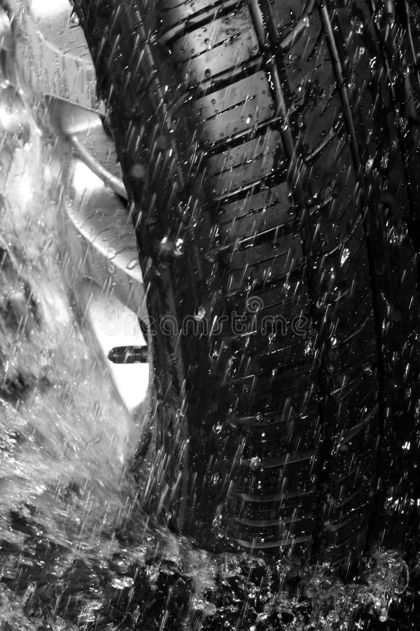 湿的轮胎 免版税库存图片