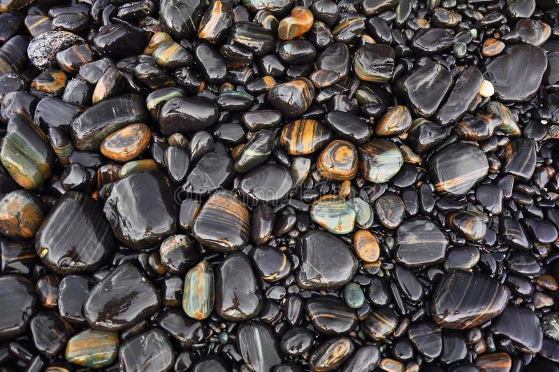 湿黑石头 免版税图库摄影