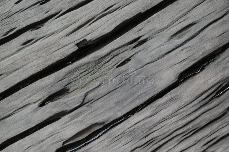 湿破裂的木背景纹理 免版税库存照片
