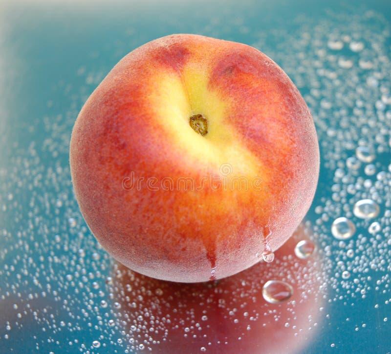 湿iv的桃子 库存图片