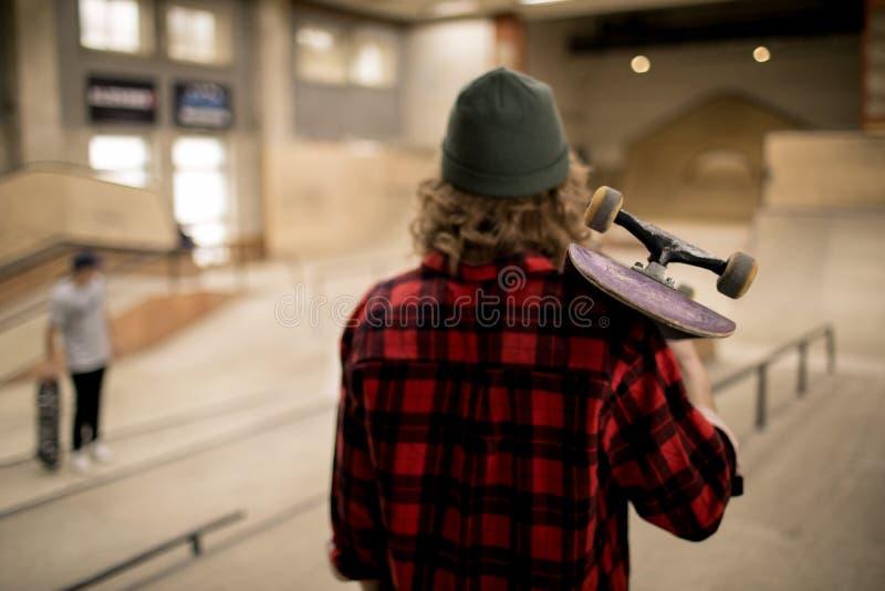 溜冰者后面景色 免版税库存照片