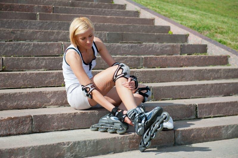 溜冰鞋佩带妇女年轻人 库存照片