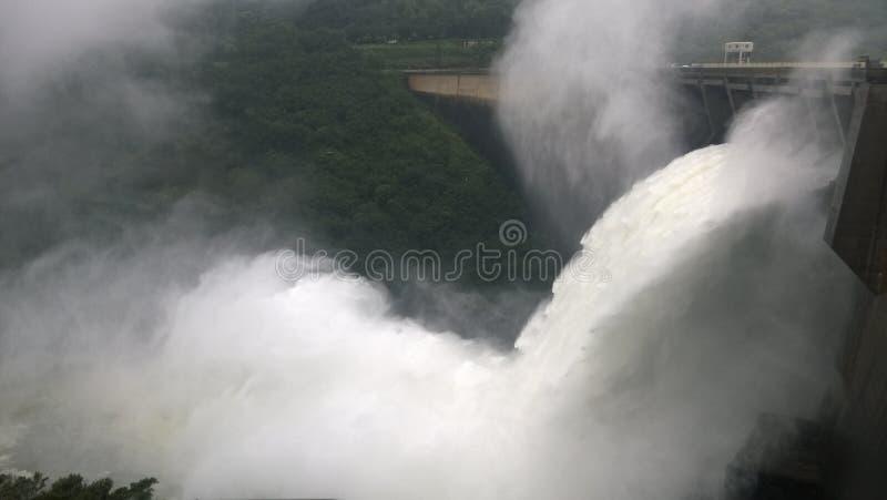 溢出水 免版税图库摄影