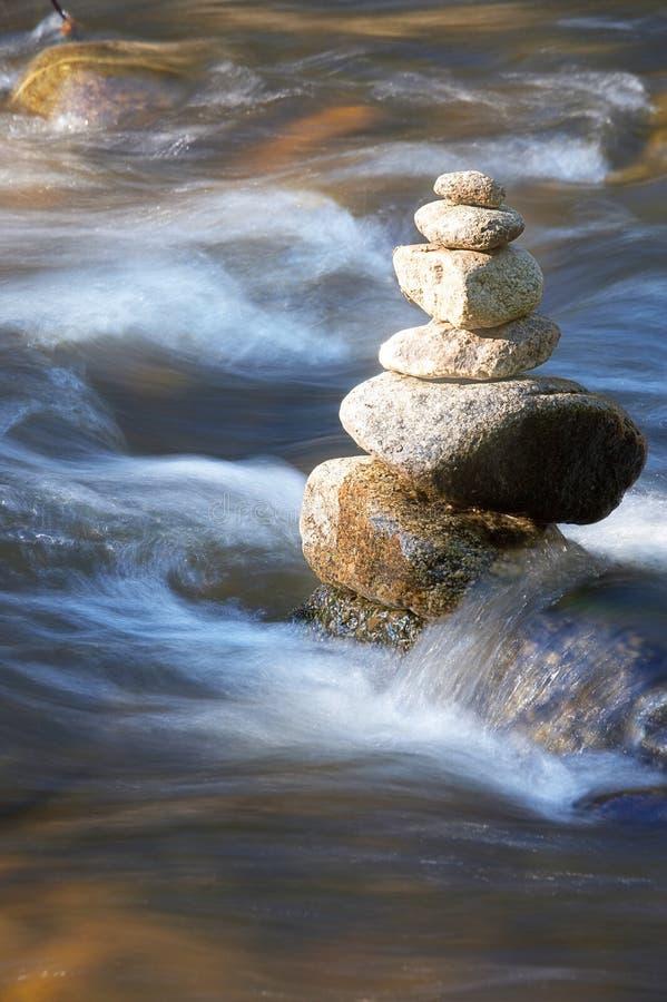 溪一点许多石头 库存照片