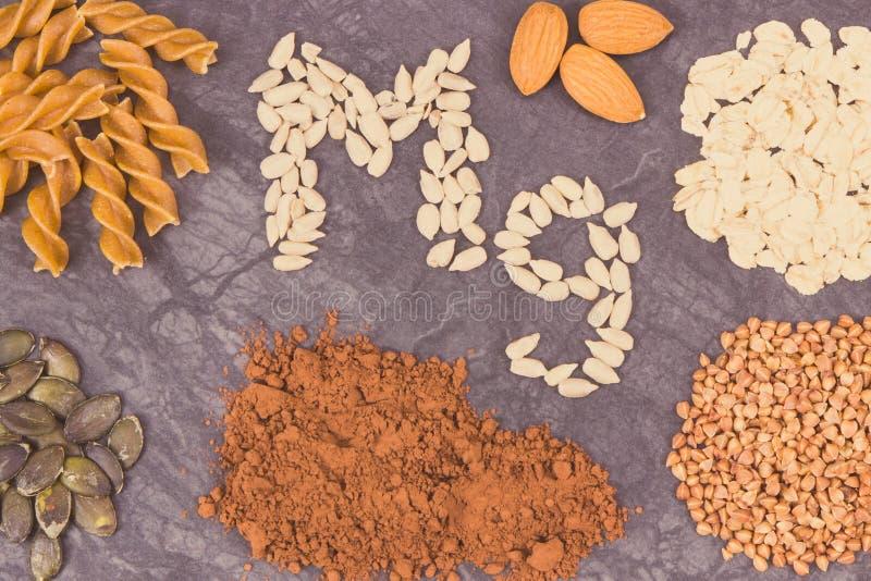 滋补吃包含的镁 健康营养当来源维生素、矿物和纤维 图库摄影