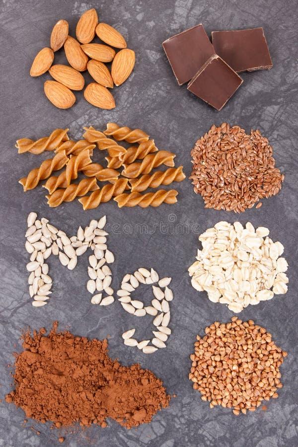 滋补吃包含的镁 健康营养当来源维生素、矿物和纤维 免版税库存图片