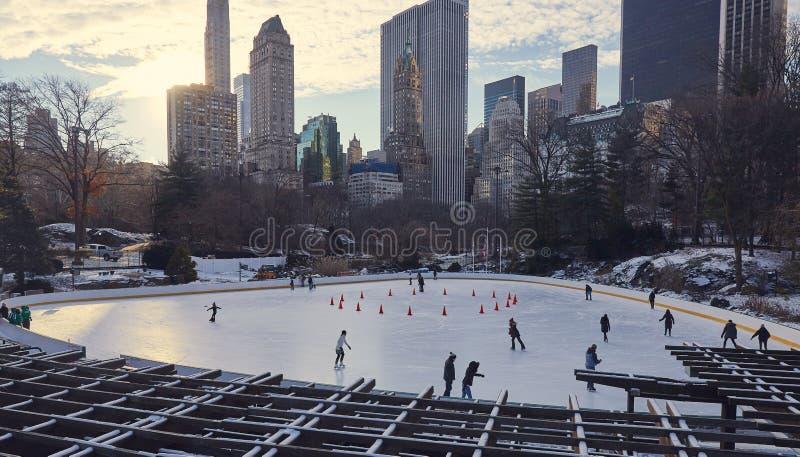 滑冰的溜冰场,中央公园纽约 免版税库存图片
