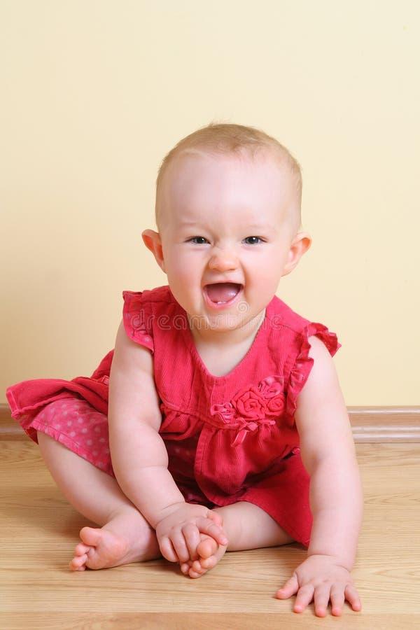 滑稽的女婴(7个月) 库存图片