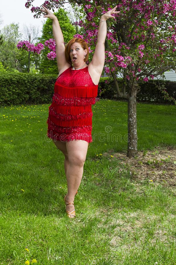 滑稽的妇女舞蹈家 库存照片