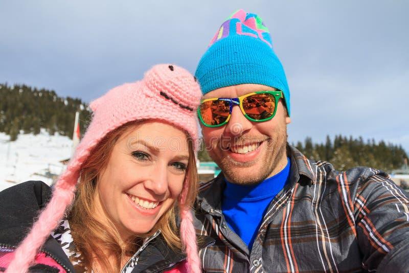 滑稽的帽子冬天假期画象 免版税库存图片