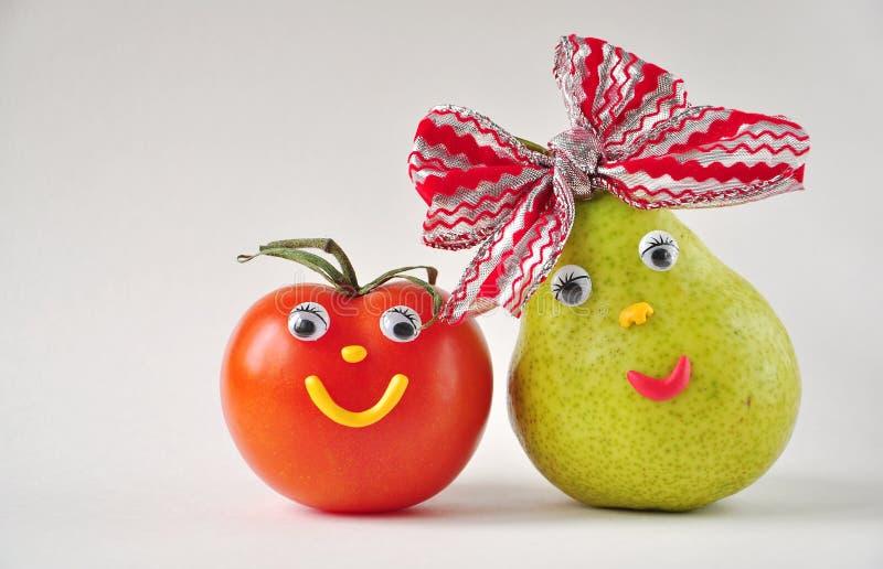 滑稽的蕃茄和梨 免版税库存照片