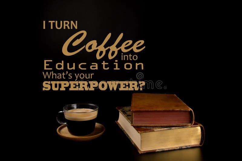 滑稽的行情,回到学院支柱 回到学校概念、被堆积的旧书和一杯咖啡 库存照片