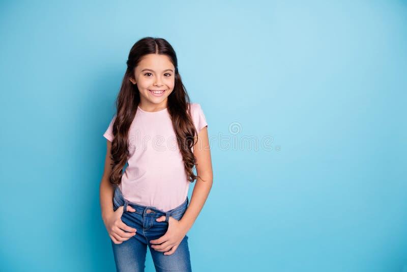 滑稽的质朴的逗人喜爱的迷人的儿童位置手棕榈口袋画象感觉美满高兴享用穿戴的激动凉快 免版税库存图片