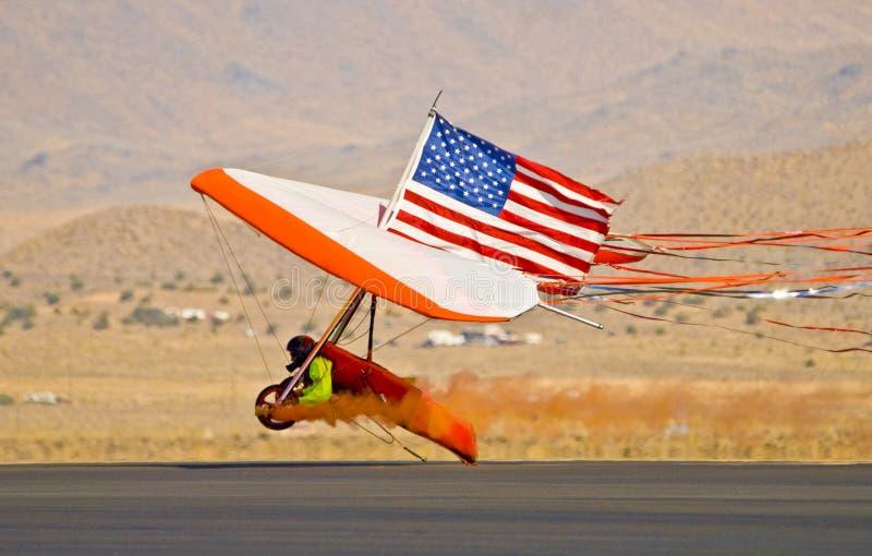 滑翔机吊着陆 免版税库存照片