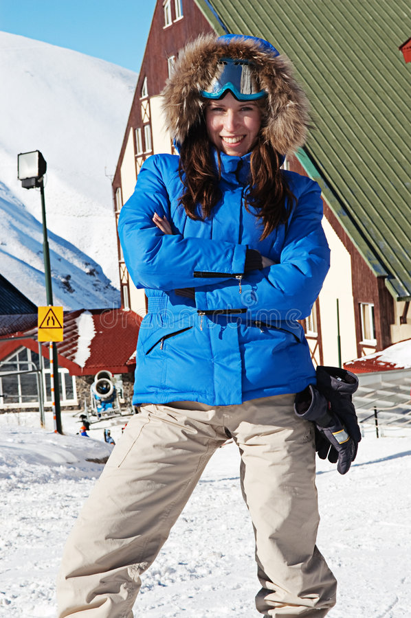 滑雪兴高采烈的太阳镜妇女 图库摄影