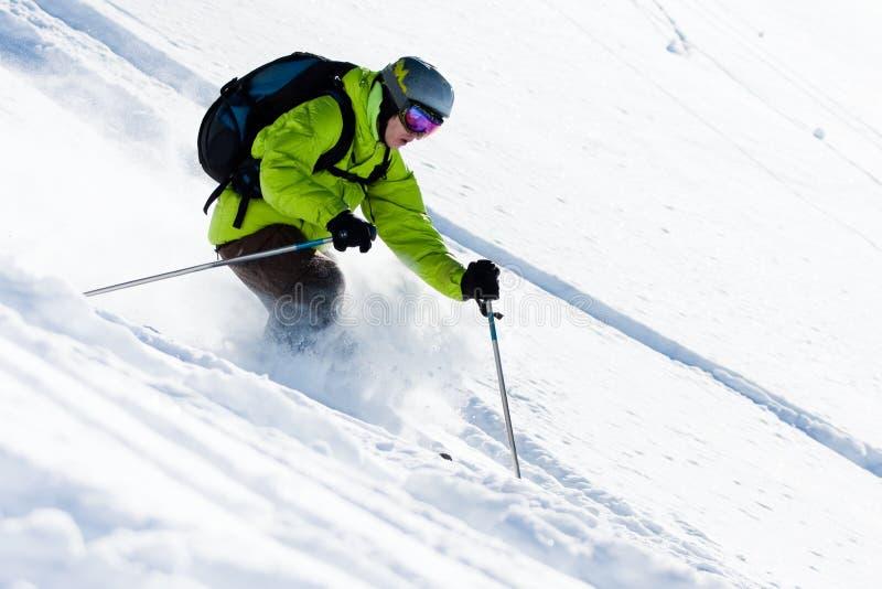 滑雪场地外的滑雪 免版税库存照片