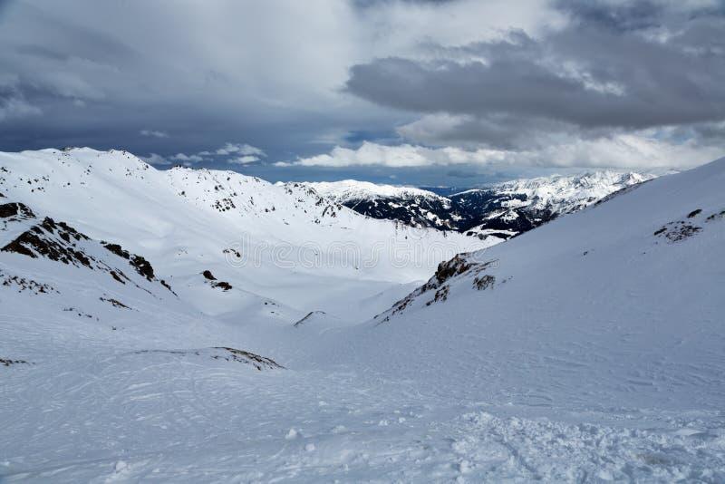 滑雪场迈尔霍芬 从山的Freeride倾斜 库存照片