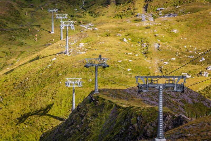 滑雪电缆车 免版税库存图片