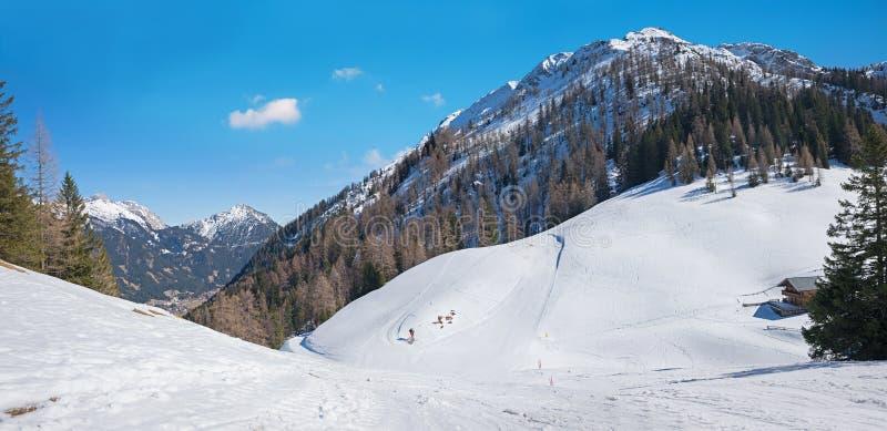 滑雪的区域有美好的山景,提洛尔奥地利 免版税库存图片