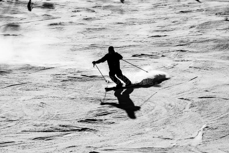 滑雪者剪影 免版税库存照片