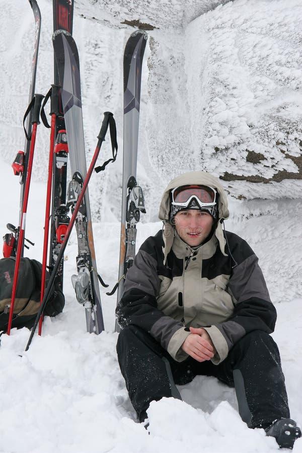 滑雪者年轻人 免版税库存照片