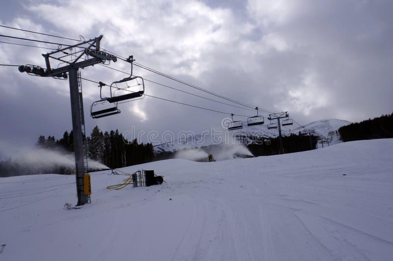 滑雪胜地升降椅 库存图片