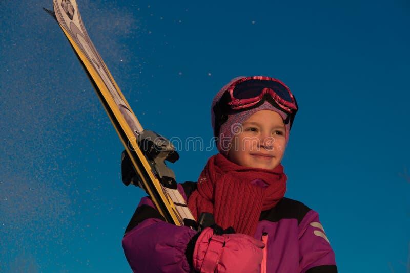 滑雪,冬季体育-年轻滑雪者画象  免版税库存图片
