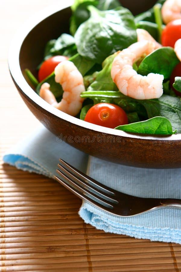 滚保龄球新鲜的大虾沙拉 免版税库存图片